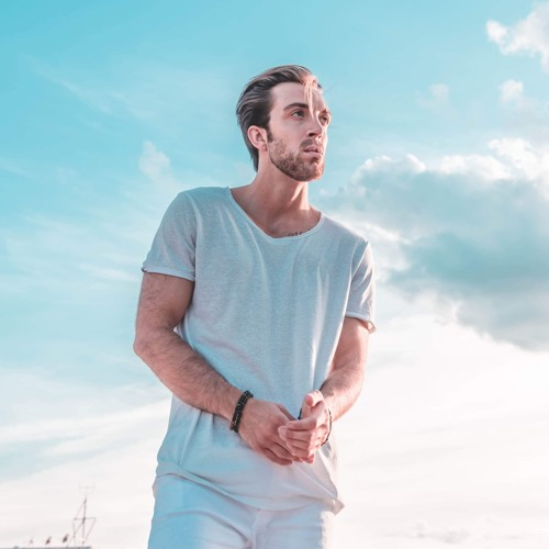 Ian James Releasing Second Single 'I Look Up'